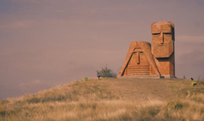 Hegyi-Karabah: tárgyalóasztalhoz kell ültetni minkét harcban álló felet